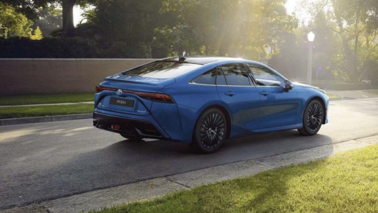 Entro il 2026 la Toyota Mirai a idrogeno costerà quanto un'auto ibrida